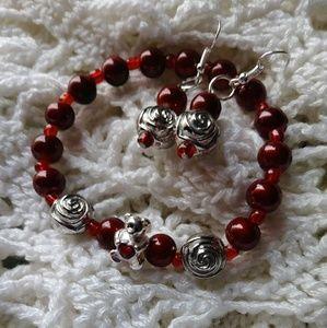 Red bracelete